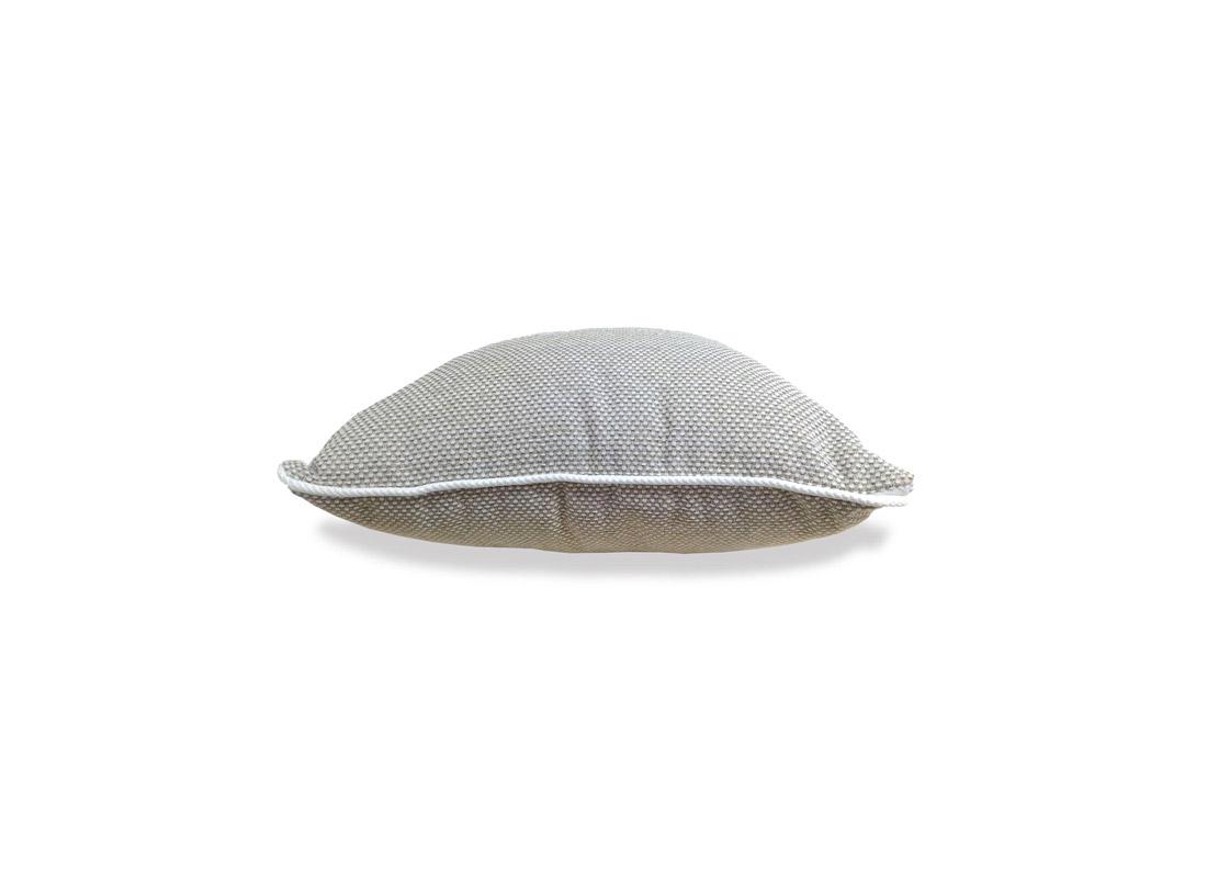 Декоративная подушка «Камелия»